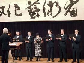 国会議員合唱団に参加した山東昭子参院議長(右から4人目)ら=15日夜、東京都千代田区