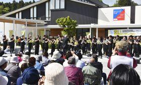 岩手県陸前高田市で開かれた復興と鎮魂を祈るトランペットのコンサート=19日午後