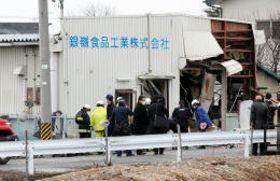 爆発で壊れた食品製造工場=8日午前11時20分ごろ、福島市笹谷