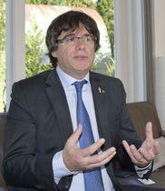 インタビューに応じるスペイン北東部カタルーニャ自治州のプチデモン前州首相=24日、ベルギー・ワーテルロー(共同)