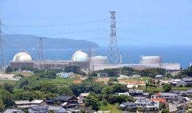 4号機が再稼働した九州電力玄海原発。右から順に1~4号機=16日正午ごろ、佐賀県玄海町