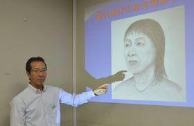 東日本大震災で犠牲になった人たちの似顔絵を描いた安倍秀一さん。この女性の身元は今春、絵がきっかけとなり判明した