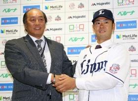 西武の榎田が入団会見 阪神からの移籍に笑顔のわけは…