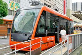 低床バリアフリー型 伊予鉄の新型LRT、営業運転開始