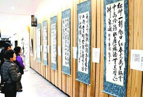 教育集会所で文化活動に取り組む市民の作品展=美馬市脇町の市地域交流センター・ミライズ
