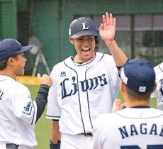 2回2死三塁、金子侑の適時打で生還した木村