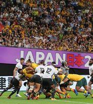 約3万6千人の観客の熱気に包まれた札幌ドームで行われたオーストラリア―フィジー戦(金本綾子撮影)