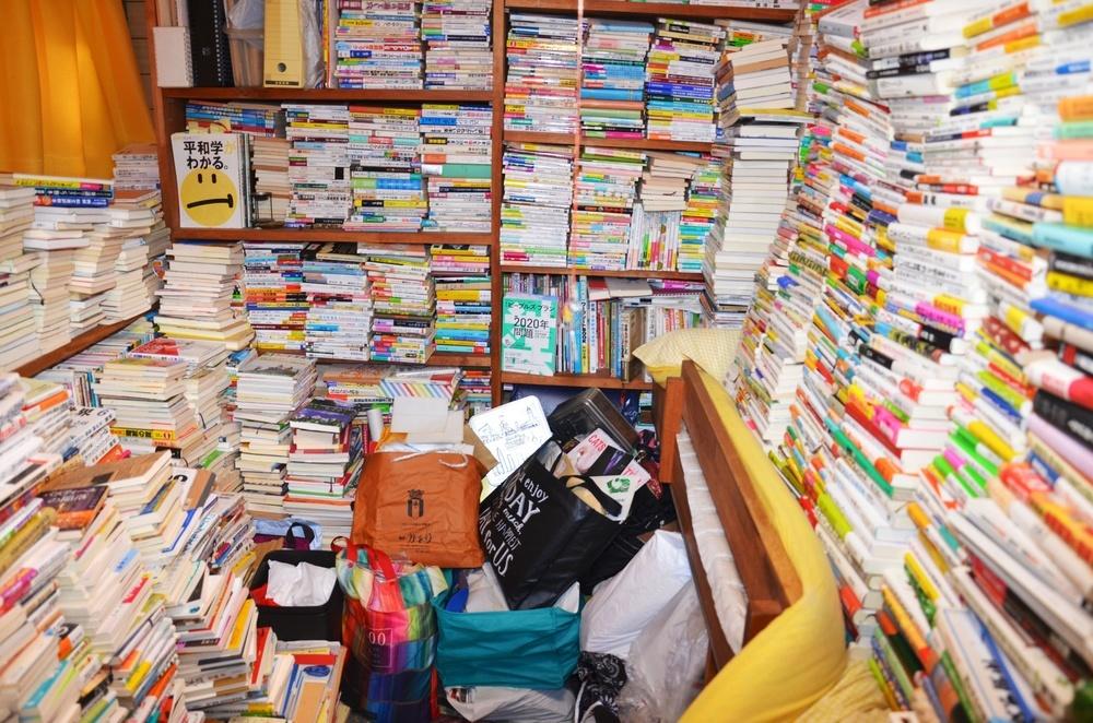 渡辺照子さんの自宅にある蔵書の一部=1月26日、東京都新宿区(撮影・竹田昌弘)