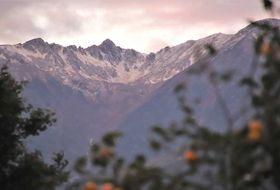 雲が晴れ、冠雪した姿を現した中央アルプス千畳敷カール=15日午後5時18分