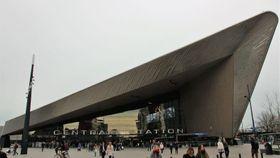 事件現場のロッテルダム中央駅=2017年3月17日