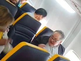 言い争う乗客の男性とゲイルさん(左)。ユーチューブから