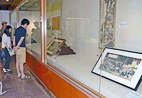 白虎隊自刃図を集めた収蔵品展のコーナー