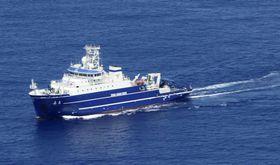 東京・沖ノ鳥島沖を航行する中国の海洋調査船「嘉庚」=23日午後(第3管区海上保安本部提供)