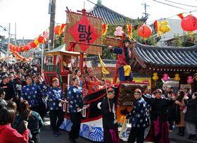 長崎ランタンフェスティバルを盛り上げた媽祖行列=長崎市館内町