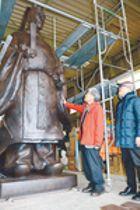 佐賀藩10代藩主・鍋島直正の立像完成 竹中銅器が製作