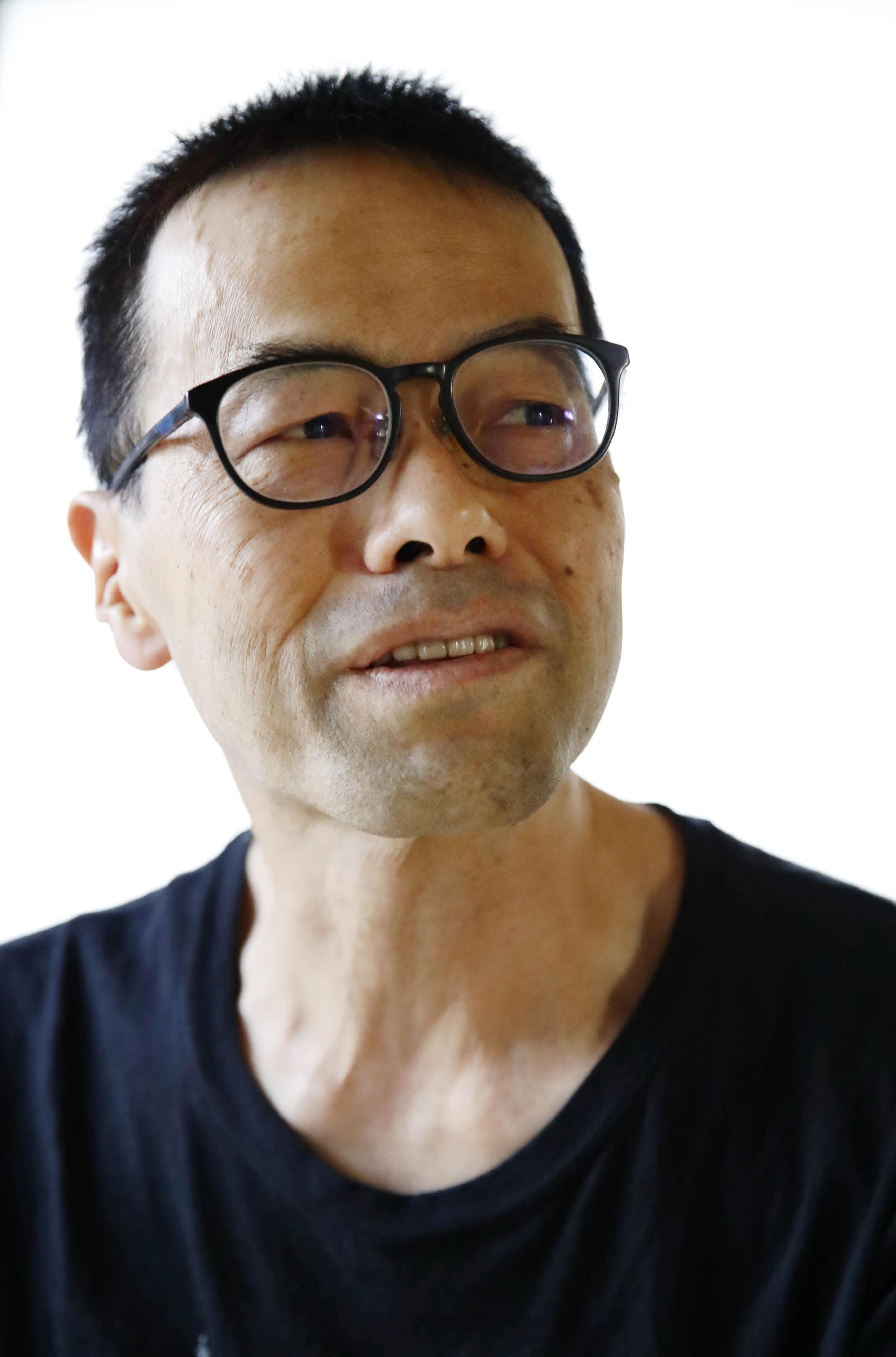 インタビューに答える加藤健二郎(敬称略)