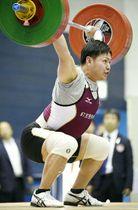 【男子89キロ級】優勝した赤松哲郎のスナッチ=江刺中央体育館