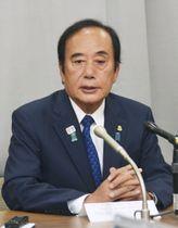 記者会見で参院埼玉選挙区補欠選挙への立候補を表明した上田清司氏=20日午後、埼玉県庁