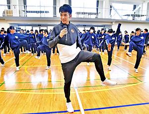 東洋大・相沢晃選手『走り方』伝授! 母校後輩に熱い思い語る