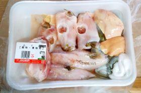 愛知県蒲郡市のスーパータツヤで販売されていたフグの切り身と肝臓(愛知県提供)