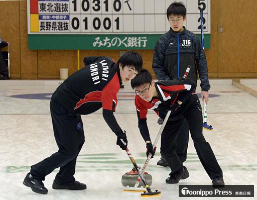 青森県勢男子2チーム決勝Tへ 全国高校カーリング
