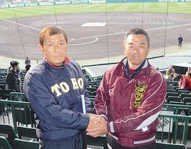 対戦を前に意気込みを語る東邦の森田監督(左)と富岡西の小川監督=兵庫県西宮市の甲子園球場で
