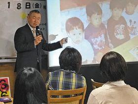 自身が慢性骨髄性白血病と分かった、2001年ごろの子どもたちの写真を見せながら話す久田さん=名古屋市千種区で