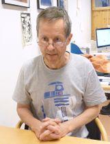 取材に応じるノーベル化学賞選考委員会のグンナール・フォン・ヘイネ事務局長=6日、ストックホルム(共同)