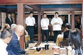 あいさつする(右から)川嶋さん、平田さん、黒川さん=七尾市和倉町の信行寺