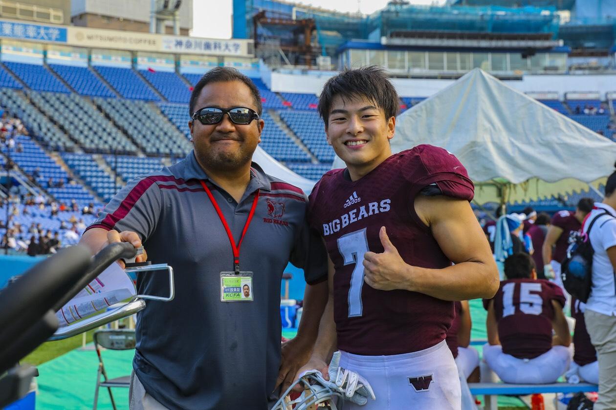 二人三脚で歩んできた早大のRB元山伊織選手(右)と中村多聞コーチ