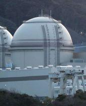 再稼働した関西電力大飯原発3号機=14日午後5時43分、福井県おおい町