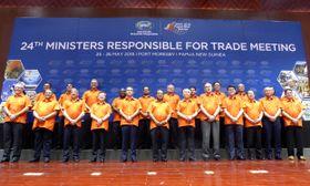 パプアニューギニア・ポートモレスビーで開幕した、APEC貿易相会合に出席した各国・地域の貿易相ら=25日(共同)