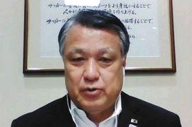 FIFA理事会の決定を受け、オンラインで取材に応じる日本サッカー協会の田嶋会長