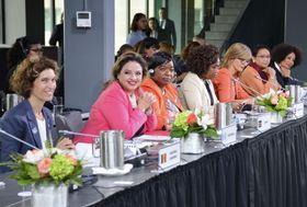 21日、カナダ東部モントリオールで開幕した女性外相会議の出席者(共同)