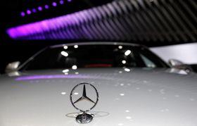 ニューヨークでのオートショーで展示された独メルセデスの自動車=3月(ロイター=共同)