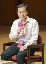 国際会議で質問に答える中国の南方科技大の賀建奎副教授=2018年11月、香港(共同)