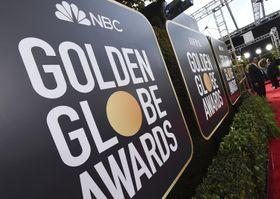 前回のゴールデン・グローブ賞のサイネージ=2020年1月、米ビバリーヒルズ(AP=共同)