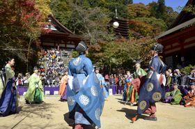 奈良県桜井市の談山神社で開かれた「けまり祭」=3日