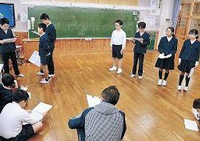 劇の上演に向け稽古に励む児童=能登町柳田小