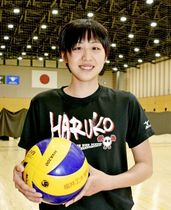 日立リヴァーレの入社内定選手となり、「世界で通用する選手になりたい」と意気込む上坂瑠子=金井学園体育館(福井市)