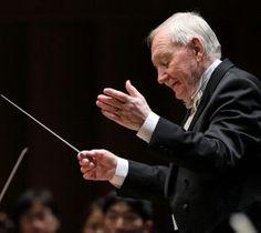 札響との最後の共演となった演奏会で指揮するラドミル・エリシュカさん=17年10月、キタラ