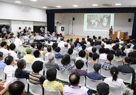 「表現の不自由展・その後」が中止となった問題を巡り開かれたシンポジウム=22日午後、東京都文京区