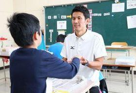平取養護学校の教員を務めながらスカイアースの選手として活動する成田憲昭さん