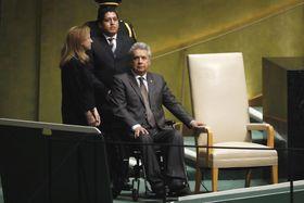 25日、米ニューヨークの国連総会会場で演説の順番を待つエクアドルのモレノ大統領(手前右)(AP=共同)