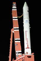 10日の打ち上げリハーサルで公開されたイプシロン3号機=鹿児島県肝付町の内之浦宇宙空間観測所(JAXA提供)