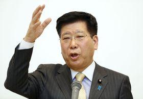 講演する衛藤晟一首相補佐官=24日午後、東京都中央区