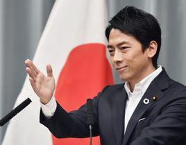 記者会見する小泉進次郎環境相=11日、首相官邸