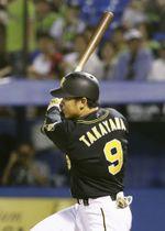 4回阪神1死満塁、高山が中越えに逆転の2点二塁打を放つ=神宮