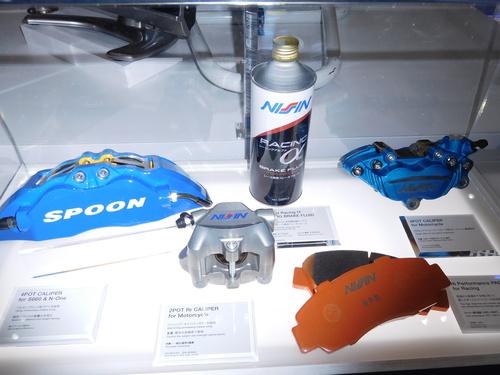東京モーターショーに出品された日信工業のキャリパーなど