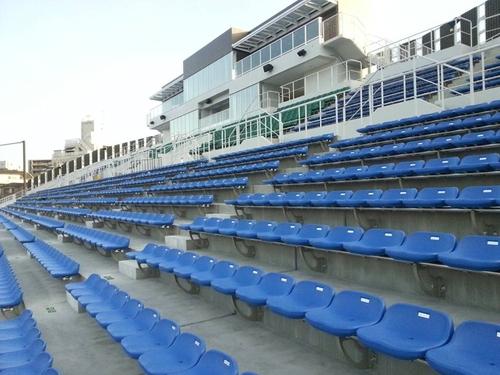 新設された川崎富士見球技場の観客席=撮影:Yosei Kozano